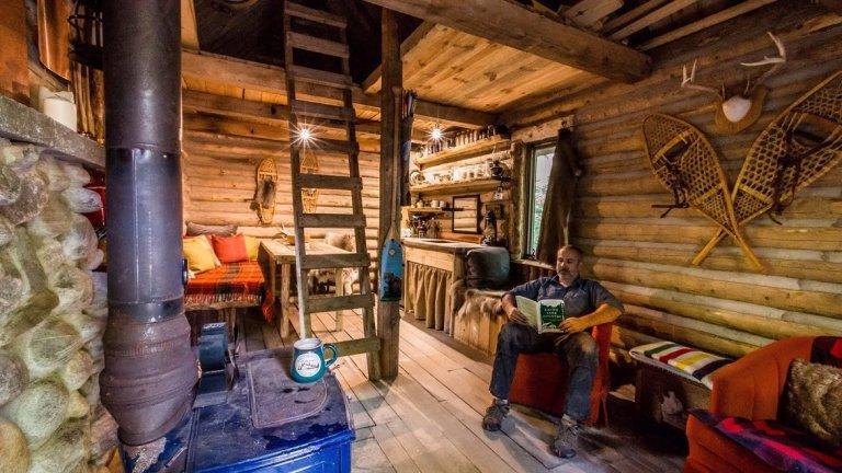 Как изглежда малката къща на Джон отвътре