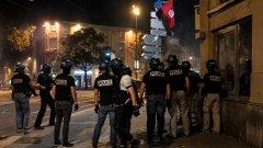 282 фенове бяха задържани в Марсилия и 50 в Париж.