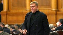 Лидерът на ВМРО Красимир Каракачанов успя да уговори шефката на парламента Цецка Цачева НС да се произнесе относно референдум за членството на Турция в ЕС