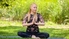 Да влезеш във форма не означава просто да влезеш във фитнеса, особено през 2021 г. Не по-малко важно е да се измъкнем от хватката на натрупания стрес и да намерим така необходимото спокойствие. Учителят по йога, медитация и дихателни практики Нора Пенчева ще помогне за това с ценните си съвети за всички читател и участниците в кампанията ни Get in Shape 3.