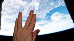Астронавтът Тери Виртс се сбогува подобаващо с любимия си актьор.