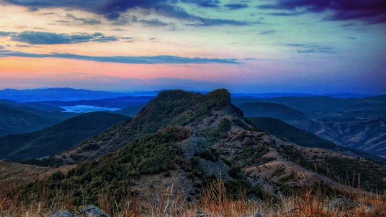 Изгрев от връх Бездивен