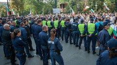 "Огромен полицейски кордон заварди ""Раковска"""