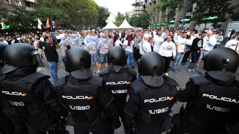 Феновете на Легия влязоха в сблъсъци с полицията преди началото на мача с Реал