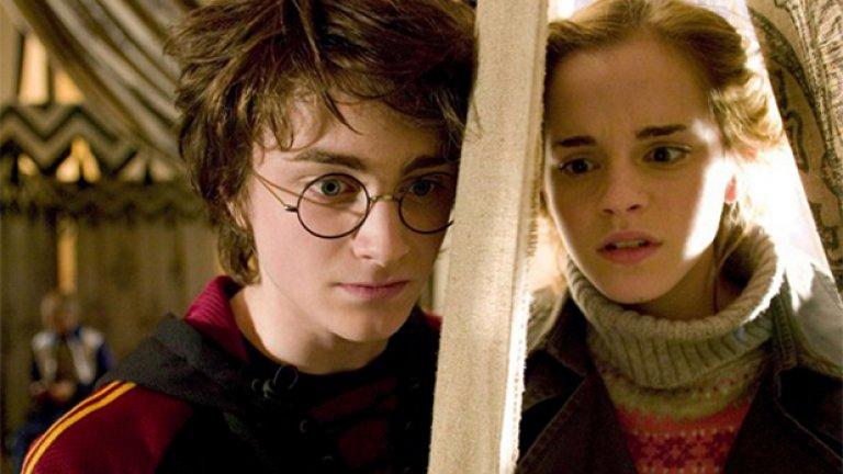 """6.Хари е учил заедно с ЛГБТ магьосници  На въпрос от фен дали е имало хомосексуални, бисексуални или транссексуални ученици в Хогуортс, Роулинг отговори """"Ама разбира се""""."""