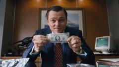 """Много често банкнотите, които виждаме на екран, не са истински. Но кой и как ги създава? И как така тези фалшификати не са оказват в оборот? (Снимка: """"Вълкът от Уолстрийт"""")"""
