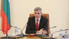 Той призна, че правителството е допуснало грешка със закъснялото въвеждане на ограниченията