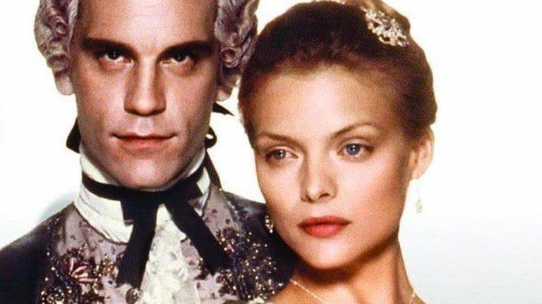 """Афера с Мишел Пфайфър разваля брака му, но после открива любовта  Бракът на актьора с Глен Хийдли приключва след негова извънбрачна авантюра с Мишел Пфайфър, с която си партнира в """"Опасни връзки"""" (1988 г.). Година по-късно Малкович отново намира любовта, този път на снимачната площадка на The Sheltering Sky. Там се влюбва във втория асистент режисьор - Николета Пейран. Двамата са заедно и до днес. Макар и без брак, имат две деца."""