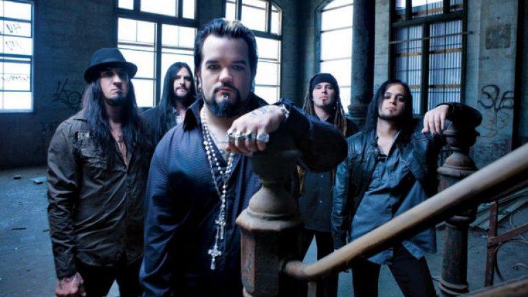 Групата Saliva се появи покрай ню-метъл вълната в началото на новия век, заедно с Korn, Limp Bizkit и Linkin Park. Оттогава те не спират да издават албуми. Последният Rise Up ще излезе до края на годината