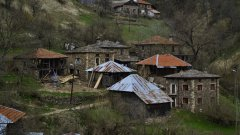 На няколко километра от българо-гръцката граница почти изоставеното село Киселчово отново намира сили, за да продължи съществуването си (ГАЛЕРИЯ)