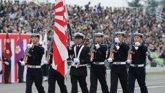 """Краткият отговор е """"Да"""" - има грандиозни военни паради навсякъде по света. Пример e парада в Япония (на снимката)"""
