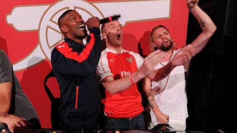 """Джейми Фокс купонясва с Арсенал през 2016 г., когато тимът представи новите си екипи на парти в Холивуд. Тогава прочутият актьор и музикант обяви подкрепата си към """"артилеристите""""."""