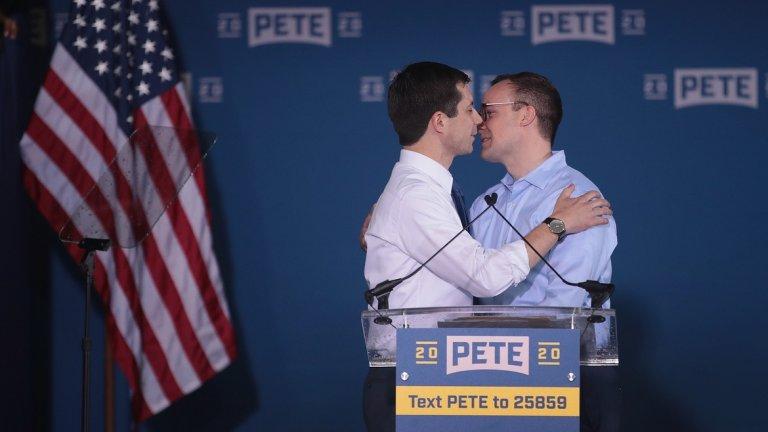 Той иска да бъде първият открит гей президент на САЩ. Въпросът е може ли да го постигне?