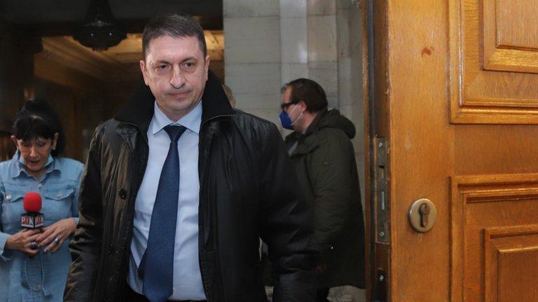 Вътрешният министър порица замесените в скандала служители на МВР