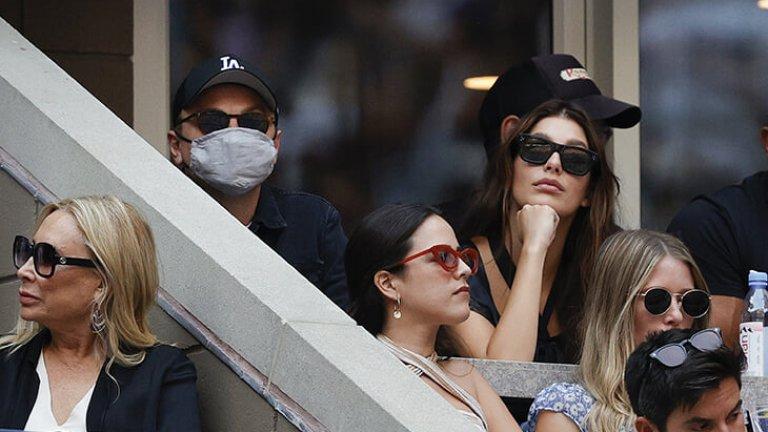 Леонардо Ди Каприо бе почти неразпознаваем с маска, очила и шапка, но все пак не успя да се скрие от обективите. Холивудската звезда бе в компанията на половинката си - актрисата и модел Камила Морон.