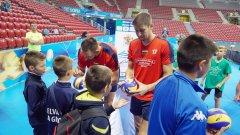 25 малчугани имаха страхотния шанс да се срещнат със звездите от националния отбор по волейбол.