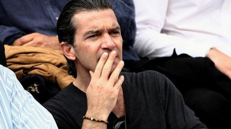 """Бандерас е фен на тениса. На снимката: по време на """"Ролан Гарос"""""""