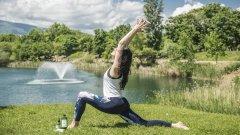 Веси се отказва от службата и се посвещава на храненето, а паралелно с това - и на йогата