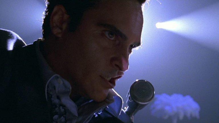 """""""Да преминеш границата"""" Биографичният филм за Джони Кеш излиза по кината през 2005 година. Той представя живота на американската легенда, която променя революционно музикалния свят.  Номинираният за """"Оскар"""" Хоакин Финикс влиза в ролята на певеца, ролята на неговата сценична партньорка и голяма любов Джун Картър играе Рийз Уидърспун.Филмът показва мрачния дух и множеството падения на Джони Кеш по пътя му към безсмъртната слава."""