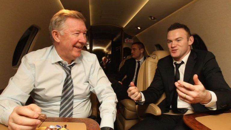 """1. Вижданията на Фъргюсън за харчовете в клуба са сериозно разпрострени в цялата книга. В един пасаж шотландецът признава, че е бил шокиран от предложеното двойно увеличение в заплатата на Уейн Рууни. """"Не мислех, че е справедливо Рууни да печели двойно повече от мен… Съгласихме се (с брода – б.а.), че никой футболист не може да печели повече от мен""""."""
