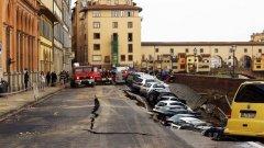 Флоренция осъмна с огромно свлачище (Вижте снимки в галерията)