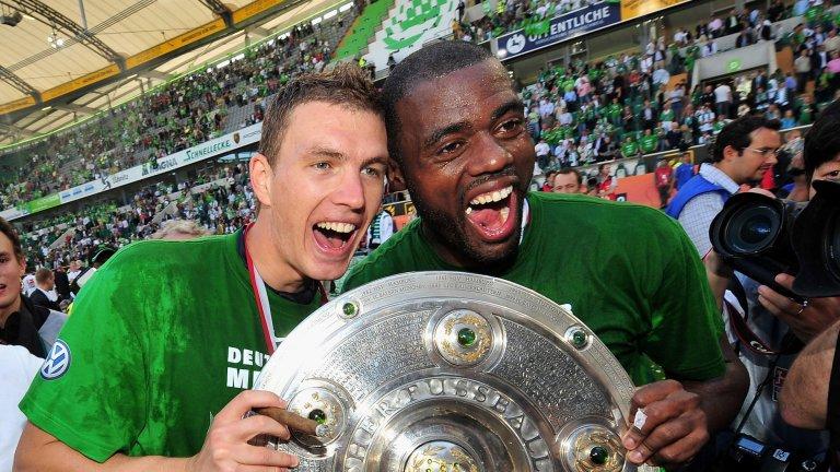 Един Джеко и Графите - най-резултатното нападателно дуо в елита на Германия, се наслаждават на своя звезден миг при титлата на Волфсбург