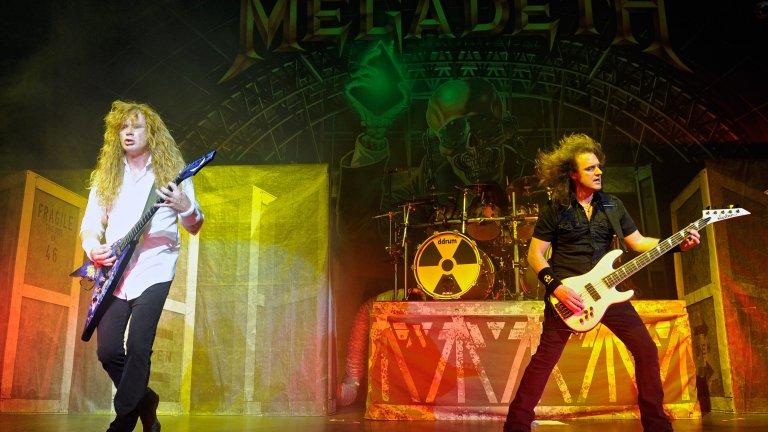 Дейв Мъстейн обяви, че с оглед на последните събития, басистът няма как да остане в групата