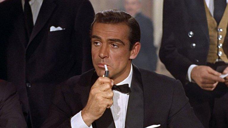 """""""Доктор Но"""" (Dr. No, 1962) Бонд е: Шон Конъри  Всяко начало е важно, нали така? Легендарният първи филм поставя основата, върху която поколения кинотворци надграждат и развиват образа на Бонд и неговите шпионски приключения.   Тук агентът е изпратен в Ямайка, за да разследва убийството на британски агент. Това обаче ще забърка 007 в една конспирация с космически мащаби и ще го сблъска с тайна организация, която занапред ще му създава още главоболия.  """"Доктор Но"""" е значим не само с това, че е първият филм, но и с редицата легендарни моменти. Включително и сцената с излизащата от водата по прилепнал бански Хъни Райдър (Урсула Андрес). Дори само заради нея си струва да си припомните първия филм за 007."""
