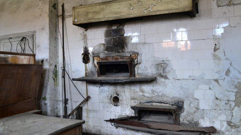 Някога тук се е приготвял хлябът на селото. Сега постройката изпълнява функцията на склад.