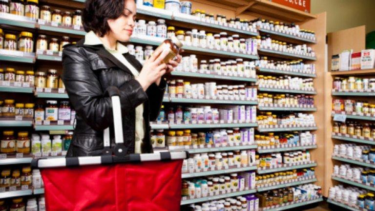 Мултивитамини  Витамините на хапчета са една от най-популярните и масово купувани добавки. И макар че изследователите се занимават с търсенето на положителни ефекти от употребата им от десетилетия, няма нито доказателство, че таблетките са здравословни.   Това не означава, че нямаме нужда от витамини, за да оцелеем, напротив. Без витамините А, C и Е, например, човешкият организъм не може да преобразува храната в енергия и може да заболее от рахит или скорбут.   Истината обаче е, че можем спокойно да си набавим достатъчно количество жизненоважни витамини от храната, която консумираме всеки ден. Нямаме нужда от хапчета.
