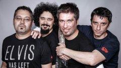 Бандата е създадена през пролетта на 2003 година от Боби Косатката, който и до момента е неин вокалист и китарист. След известни промени, днес останалите трима от Der Hunds са Мартин Евстатиев (бас), Калин Белчев (китара) и Иво Пифа (барабани)