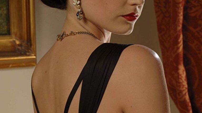 """Казино Роял През 2006 г. зрителите виждат Ева и във великолепния """"Казино Роял"""". Двайсет и първият филм за Джеймс Бонд и първият, в който в ролята на агент 007 влиза Даниел Крейг и досега си остава най-добрият от четирилогията с Крейг. Ева Грийн играе Веспър Линд - единствената жена, в която Джеймс Бонд някога се е влюбвал. Грийн и Крейг имат страхотна химия на екран и стават приятели след снимките на филма. Това и досега си остава ролята на Ева, в която тя комбинира чудесна игра, качествено кино и комерсиална нотка, заради естеството на поредицата. Въпреки това в едно интервю по-късно актрисата казва, че никога не е била фен на филмите за Бонд."""