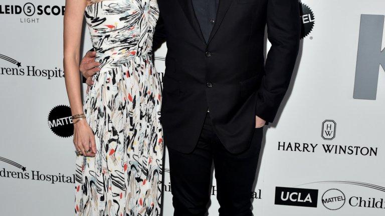 Американският бизнесмен и предприемач, съосновател на Napster, Plaxo и Causes Шон Паркър и певицата Александра Ленас в любовна прегръдка.