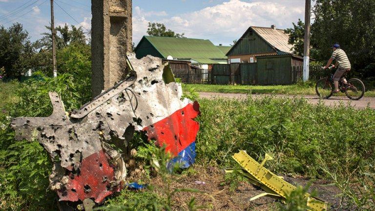 Останките от MH17 бяха изпратени за изследване в Холандия - почти два месеца, след като самолетът бе свален над Донецк.  Черните кутии бяха намерени от проруските бунтовници, които ги предадоха на международния екип от разследващи