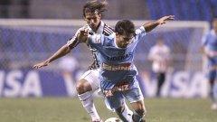 Нападателят на Архентинос Хуниорс Франко Нийл (отпред) отбеляза два гола на Флуминензе в първия мач от груповата фаза