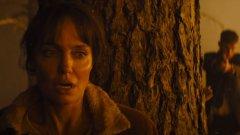 """Анджелина Джоли бяга от пожари и наемни убийци в """"Те пожелаха смъртта ми"""""""