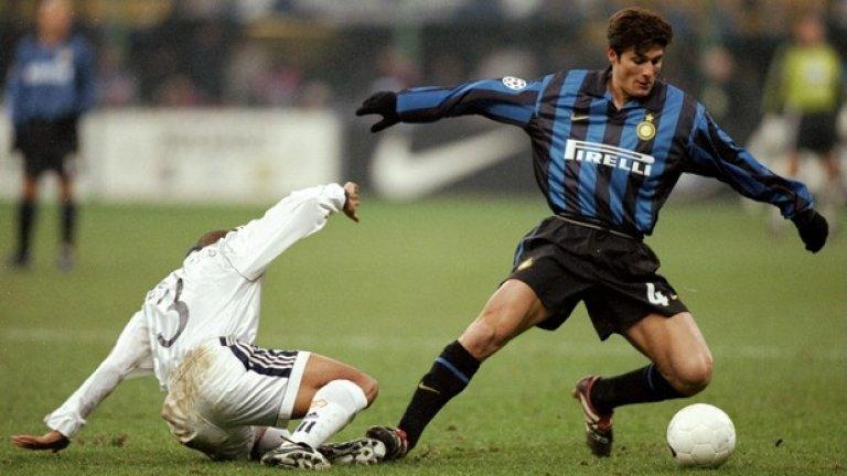 """Роберто Карлош от Интер (1995-1996 г.) в Реал (Мадрид), 6 млн. евро """"Проблемът ми в Интер бе Ходжсън, Рой Ходжсън. Искаше от мен да играя като нападател, а аз съм защитник. Говорих с Масимо Морати (президента на Интер), за да се опитаме да решим проблема, но скоро стана ясно, че единственото решение е да напусна"""", споделя Карлош пред FourFourTwo. Точно в Реал Карлош се превърна в несменяем титуляр в отбраната (!) и ликува, както с """"белия балет"""", така и с националния отбор на Бразилия."""
