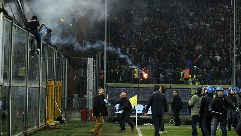 2.Италия срещу Сърбия, октомври 2010  Сръбските фенове не пропускат възможност да покажат, че са едни от най-своенравните в света. Квалификацията за Евро 2012 в Генуа между двата тима започва изненадващо, предвид поведението по трибуните.  Мачът продължава точно седем минути, след като сръбските ултраси започват бомбандировка - по терена и към феновете на домакините.
