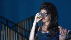 Ейми потъна отново в алкохола и наркотиците след завършило наскоро безуспешно лечение в Лондон.
