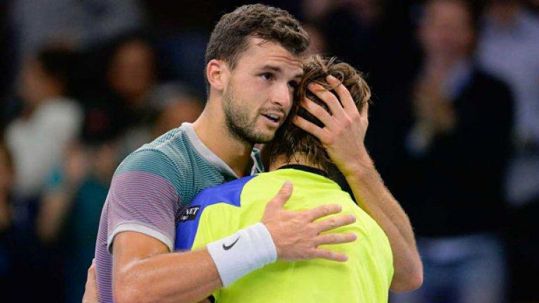 Прегръдка за Давид Ферер, който игра своя 40-ти финал от веригата ATP. Испанецът бе твърд фаворит за купата преди мача.