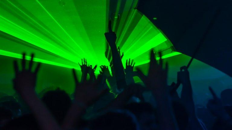 2500 души се събраха на незаконен купон за Нова година във Франция