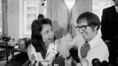"""Най-деликатното определение за Боби Ригс е """"шовинист"""". Той е сигурен в победата над Били Джийн и на представянето на мача заявява, че вече мисли за това как да похарчи 100-те хиляди долара от наградния фонд. Двубоят се насрочва за 20 септември 1973 г., а ABC взима правата да го покаже в национален ефир."""