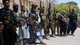 Десетки цивилни убити при офанзива на талибаните срещу ключов град