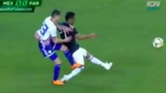 Бой на приятелски мач след брутално влизане и червен картон (видео)