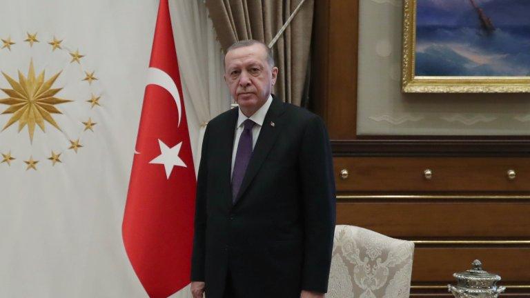 Председателят на Федерацията на турските жени Канан Гюлу бе категорична, че борбата срещу решението на Ердоган ще продължи