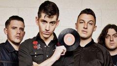 """Arctic Monkeys     Няма спор, това е една от мечтите на българските фенове. Макар че шеметно бързо достигнаха до нивото на световни супер звезди, британските рокаджии винаги подминават България, което до голяма степен се дължи на високия им хонорар. Алекс Търнър и компания са в творчески отпуск, след като през миналата година завършиха AM Tour – с концерти на пет континента, най-близката дестинация беше Истанбул.    Твърди се, че в момента """"пънк поетът"""" Търнър се е фокусирал върху втория албум на другата си група - The Last Shadow Puppets. Е, навярно не са малко хората, които биха почакали известно време, стига да видят Arctic Monkeys у нас."""
