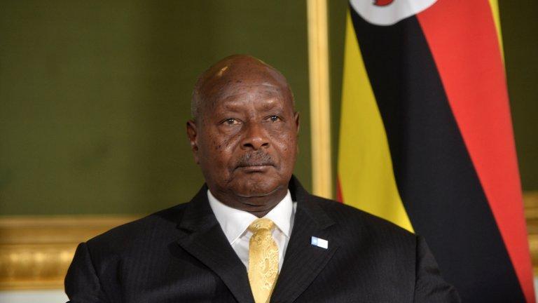 Йовери Мусевени (Уганда) На власт от 26 януари 1986 г.  Мусевени е водеща фигура при свалянето от власт на печално известния Иди Амин през 1985 г. От тогава насетне той непрекъснато печели изборите в страната, въпреки че международното доверие в тяхната честност не е особено голямо. На президентския вот в началото на тази година управлението на Мусавени бе оспорено от рап певеца Боби Уайн, който бе арестуван, а при последвалите протести в негова защита загинаха над 100 души.