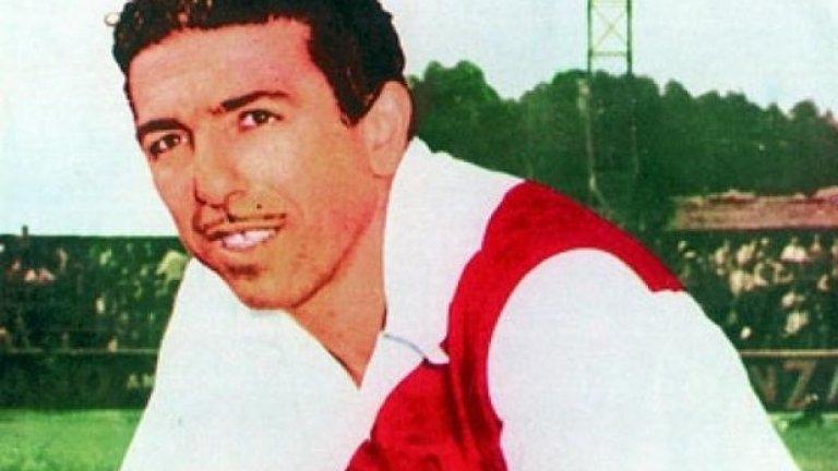 Анхел Лабруна - Ангела е митична фигура в Южна Америка, като в немалко класации е поставян дори като вечен №1 на континента. Да, пред Марадона и Пеле! Лидер на непобедимия Ривер Плейт от 40-те, той има 15 гола във вратата на Бока Хуниорс, като се разказват легенди за тандема с Алфредо ди Стефано, донесъл две от най-паметните победи на Ривер в дербито - 5:1 и 4:0 през 1941-ва и 1942-ра.