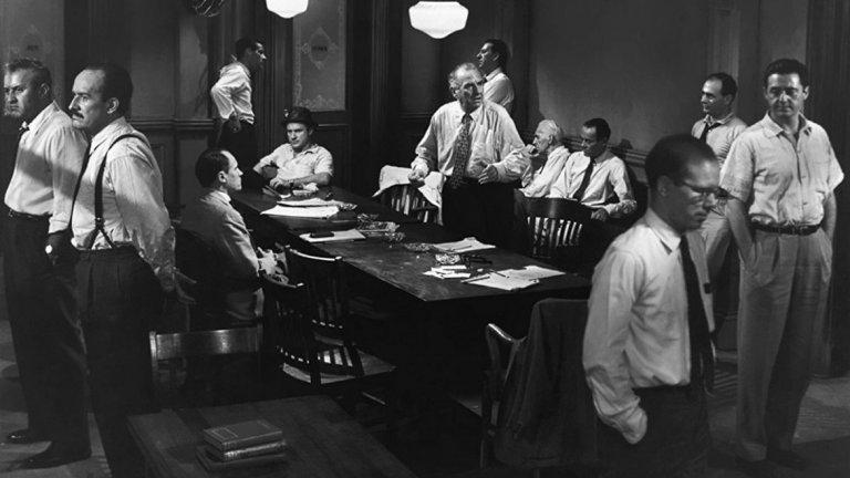 12 разгневени мъже (1957 г., реж. Сидни Лумет)   ...с изключение на класиката на Сидни Лумет. Филмът, чието действие почти изцяло се развива в едно помещение, разказва за жури от 12 съдебни заседатели. Те дебатират дали обвинен в убийство младеж е виновен.