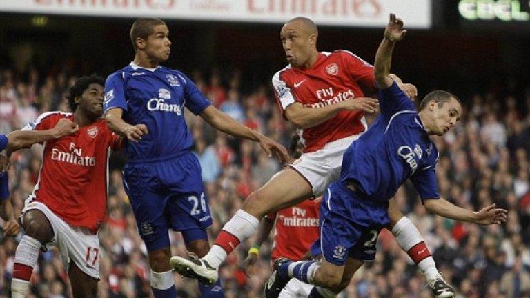 Микаел Силвестър Ненужният във врага Манчестър Юнайтед Силвестър не успя да се наложи в Арсенал.